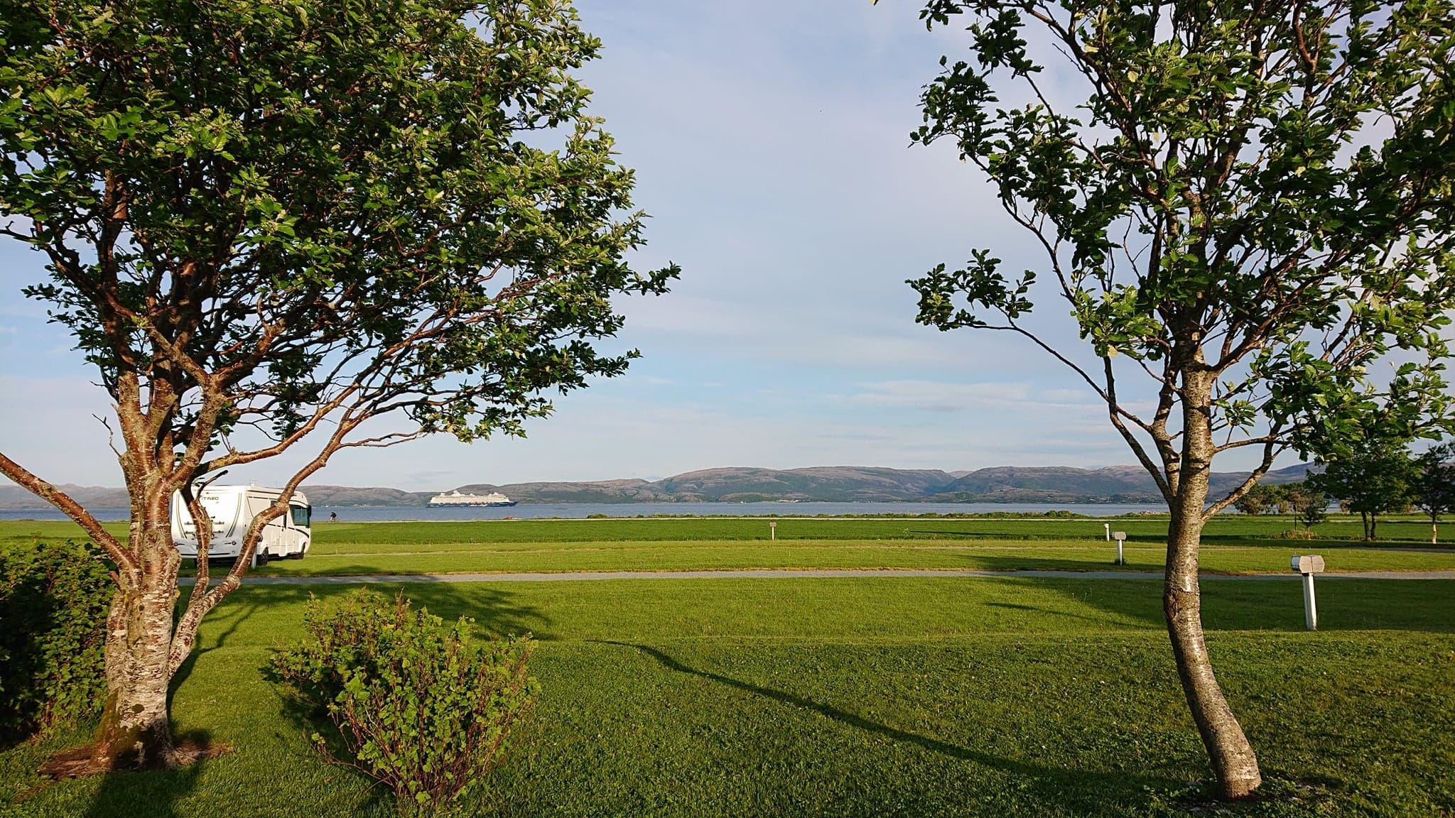 Utsikt mot fjorden / view to the fjord